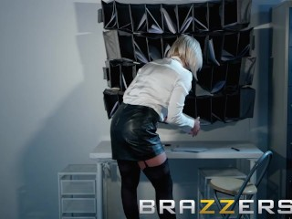 Brazzers - derogatory big cheese Lili Vanilli wants some broad in the beam weasel words
