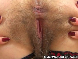 English gilf Josie lets you love her fur covered fanny