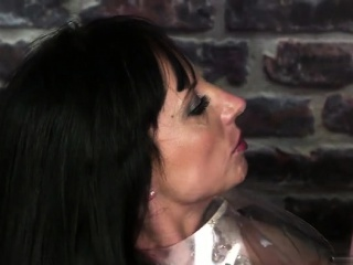 Super-fucking-hot cougar mass ejaculation with drink