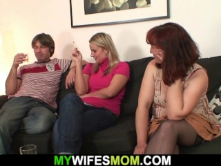 Elder gfs mommy satiates her hubby