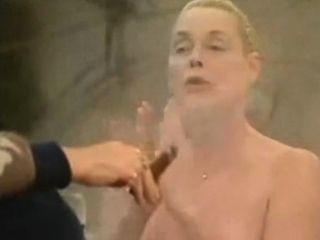 Brigitte Nielsen NUE dans humungous stepbro