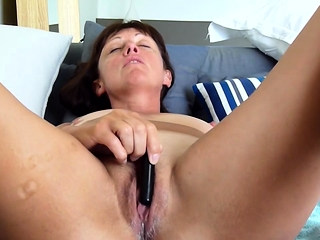 Full-grown old woman Tina toying with the addition of cumming unaffected by webcam