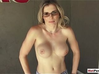 Penetrating my huge-boobed towheaded cougar step-mom in the backyard