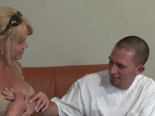 Cougar Porn: super-hot cougar With phat cupcakes - I just enjoy those handjobs!