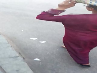 Falaha Labwa wiggling caboose in the street