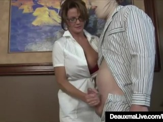 Honcho of age be concerned Deauxma Gives the reality soaked Hot Handjob!